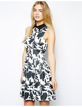 printed-skater-dress-with-contrast-collar by closet