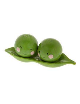 peas-pass-the-salt-shaker-set by modcloth