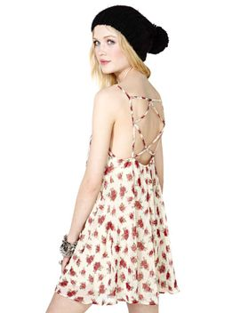 bed-of-roses-dress by nasty-gal