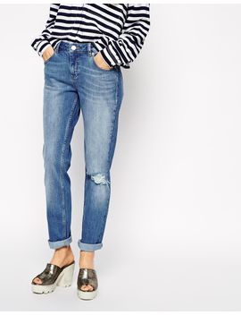 asos-kimmi-shrunken-boyfriend-jeans-in-rio-vintage-wash-with-ripped-knee by asos-collection