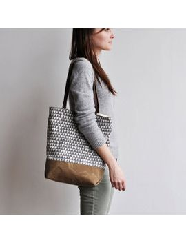 tote---grey-triangle by bookhoudesign