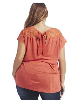 bow-back-lace-panel-tee by wet-seal