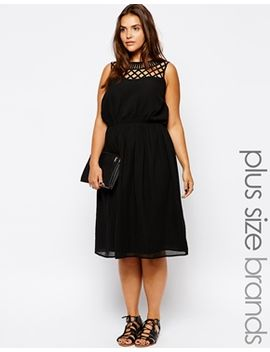 new-look-curve-lattice-yoke-midi-dress by new-look-inspire