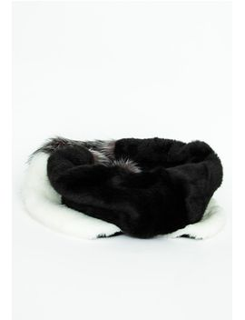 wednesday-colour-block-faux-fur-scarf-black by missguided