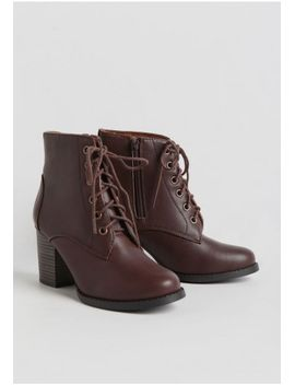 forest-cabin-lace-up-boots by ruche