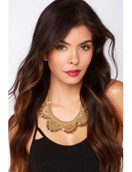 lulus-exclusive-treasure-the-moment-gold-statement-necklace by lulus