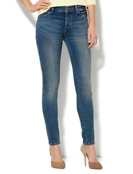soho-jeans-legging---parade-blue-wash---average by new-york-&-company
