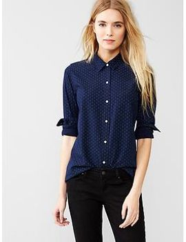 fitted-boyfriend-chambray-shirt by gap