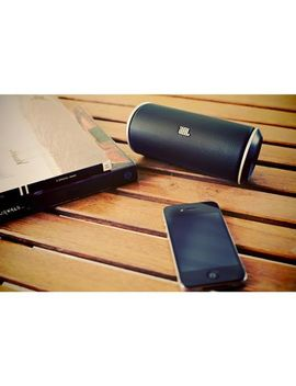 jbl-flip-bluetooth-speaker by jbl
