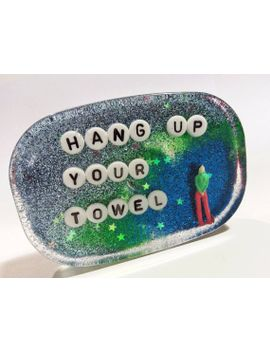 hang-up-your-towel:-useful-bathroom-decor by uglybaby
