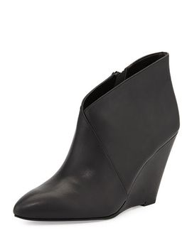 impatient-crossover-wedge-bootie,-black by seychelles