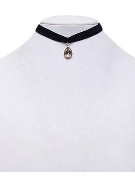 velvet-teardrop-choker-necklace by wet-seal