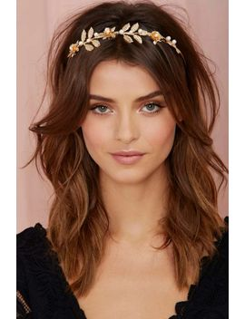 aphrodite-headband by nasty-gal