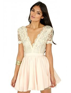 aleena-eyelash-lace-plunge-neck-puffball-mini-dress-in-nude by missguided
