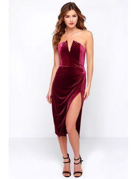 drawn-that-way-burgundy-velvet-strapless-dress by lulus
