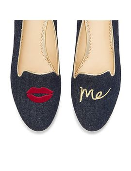 Kiss Me Novelty Smoking Slipper by Cwonder
