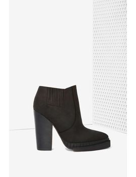 jeffrey-campbell-stria-leather-chelsea-boot by nasty-gal
