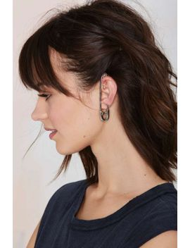 pin-crowd-ear-cuff by nasty-gal
