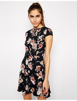 style-london-cap-sleeve-tea-dress-in-floral-print by dress