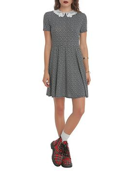 teenage-runaway-skull-and-daisy-dress by hot-topic