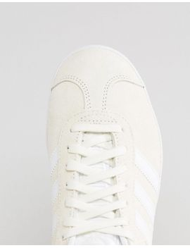 adidas-originals---gazelle---baskets-en-daim---blanc-cassé by adidas
