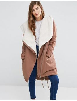 asos-–-parka-mit-wasserfalldesign-und-fellfutter by asos-collection
