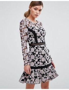 true-decadence---robe-en-dentelle-avec-détail-échelle-et-jupe-virevoltante by true-decadence