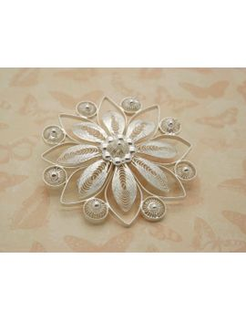 a-beautiful-period-filigree-open-work-flower-head-_-blossom-design-vintage-jewelry-brooch-made-in-unmarked-continental-silver-metal by vintagejewelleryetc