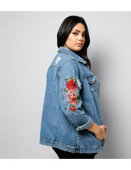 ... Emory Park Emory Park Margot Light Wash Floral Embroidered Denim Jacket