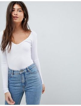 boohoo-basic-long-sleeve-v-neck-body-in-white by boohoo