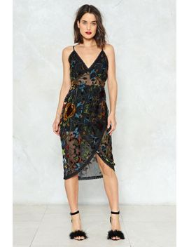 let-nature-take-its-course-velvet-dress by nasty-gal