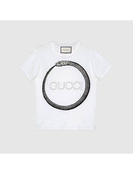 t-shirt-mit-gucci-ouroboros-print by gucci