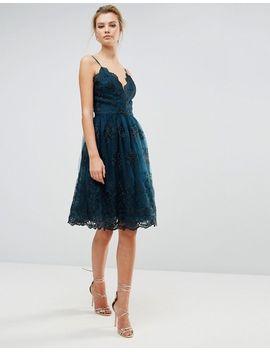 vestido-midi-de-encaje-metalizado-festoneado-premium-de-chi-chi-london-tall by asos