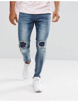 boohooman-–-eng-geschnittene-jeans-mit-rissen-und-flicken-in-mittlerer-waschung by boohooman
