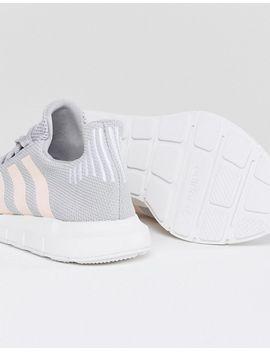 Zapatillas de deporte en gris claro Swift Run de adidas Originals