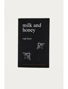 """rupi-kaur-–-buch-""""milk-and-honey"""" by urban-outfitters"""
