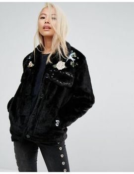 jakke-cropped-faux-fur-jacket-with-western-embroidery-&-studding-details by jakke